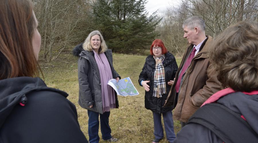 A stakeholder meeting at the Green Infrastructure Fund site at the Middlefield hosing estate in Aberdeen. ©Lorne Gill/SNH. For information on reproduction rights contact the Scottish Natural Heritage Image Library on Tel. 01738 444177 or www.nature.scot