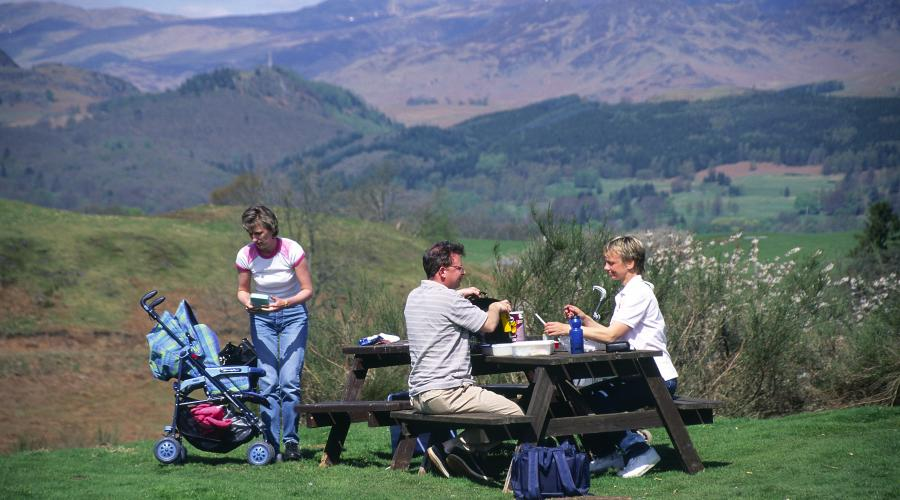 Family picnic near Comrie © Lorne Gill/SNH. For information on reproduction rights contact the Scottish Natural Heritage Image Library on Tel. 01738 444177 or www.nature.scot