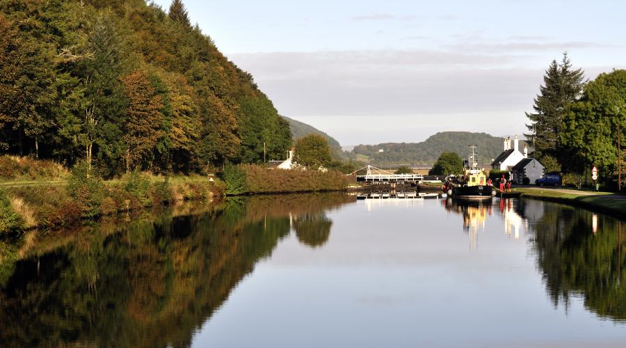 The Crinan Canal near Lochgilphead, Argyll and Stirling Area. ©Lorne Gill/SNH. For information on reproduction rights contact the Scottish Natural Heritage Image Library on Tel. 01738 444177 or www.nature.scot