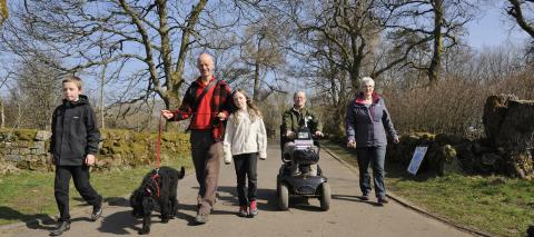 Mobility scooter and dog walkers, multi-user access at Mugdock Country Park near Glasgow. ©Lorne Gill/SNH. For information on reproduction rights contact the Scottish Natural Heritage Image Library on Tel. 01738 444177 or www.nature.scot