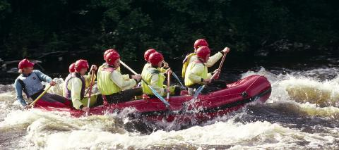 White water rafting on the River Tay at Grandtully. ©Lorne Gill. For information on reproduction rights contact the Scottish Natural Heritage Image Libray on Tel. 01738 444177 or www.nature.scot
