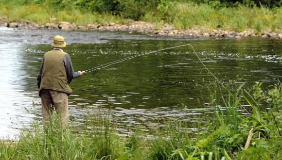 An angler fishing in the North Esk near St Cyrus. Grampian Area. ©Lorne Gill/SNH. For information on reproduction rights contact the Scottish Natural Heritage Image Library on Tel. 01738 444177 or www.nature.scot