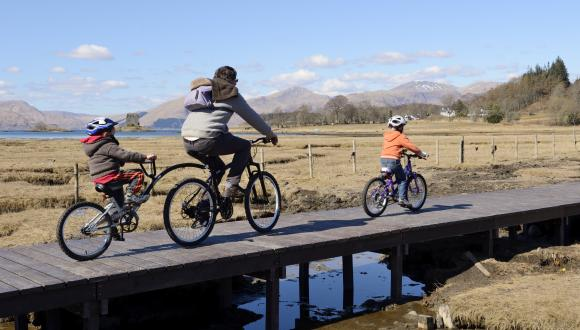 Cyclists using Sustrans Route 75, Oban to Fort William. April 2013. ©Lorne Gill/SNH. For information on reproduction rights contact the Scottish Natural Heritage Image Library on Tel. 01738 444177 or www.nature.scot